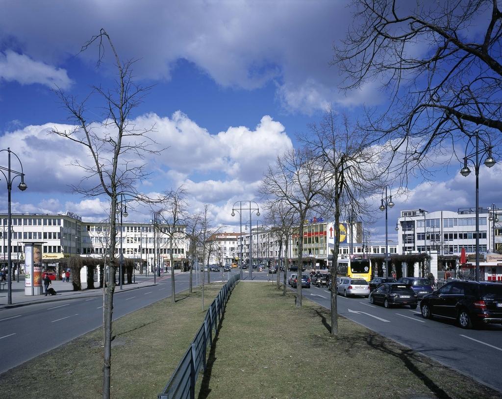 Kurt-Schuhmacher-Damm Blick zum Platz (c) Mila Hacke